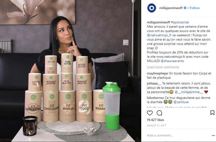 Pyramide de boîtes de produits minceurs sur instagram, devant candidate de téléréalité; bad buzz