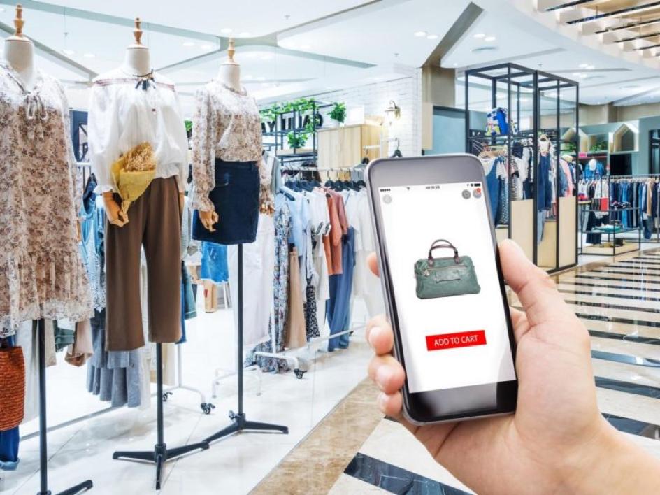 Possibilité d'acheter de même produits en ligne comme en magasins. Engouement pour la mode online.